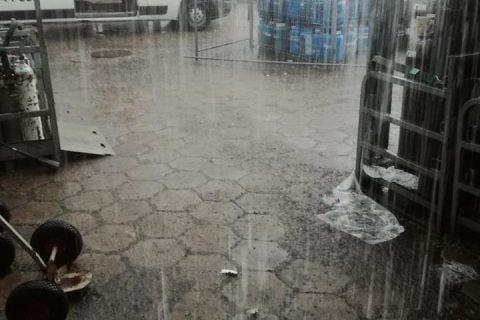 Padający deszcz